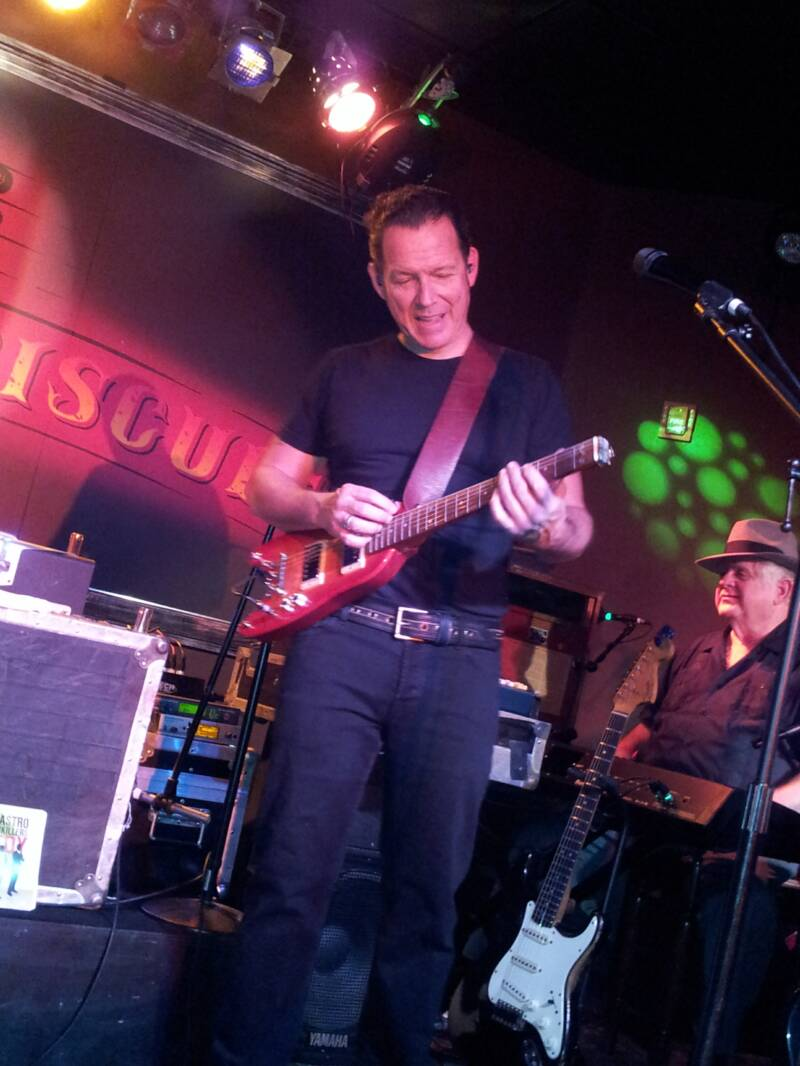 Rambler Travel Guitar in the hands of blues master Tommy Castro