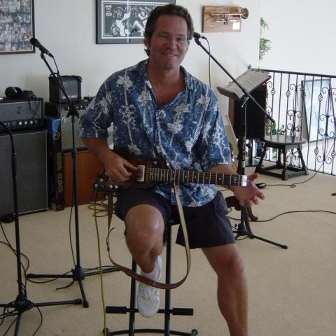 Randy Bernsen checking out a Rambler Portable Guitar