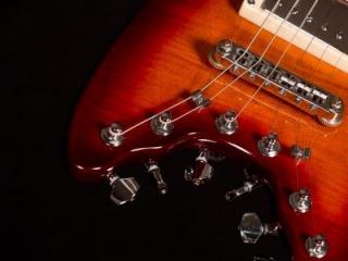 Rambler Classic Travel Guitar Cherry Sunburst - bridge and tuners