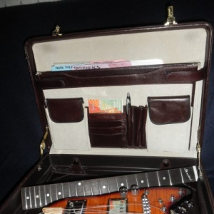 Rambler Classic Travel Guitar in Briefcase