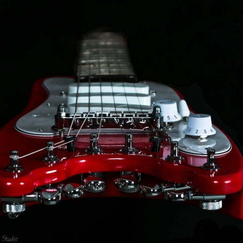 Dakota Red STROBELCASTER Plus Electric Travel Guitar - end view